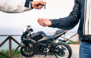 Transferring Two-wheeler Insurance Policy – A Stepwise Guide